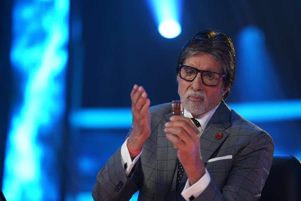 Amitabh Bachchan watching clock KBC 10 new