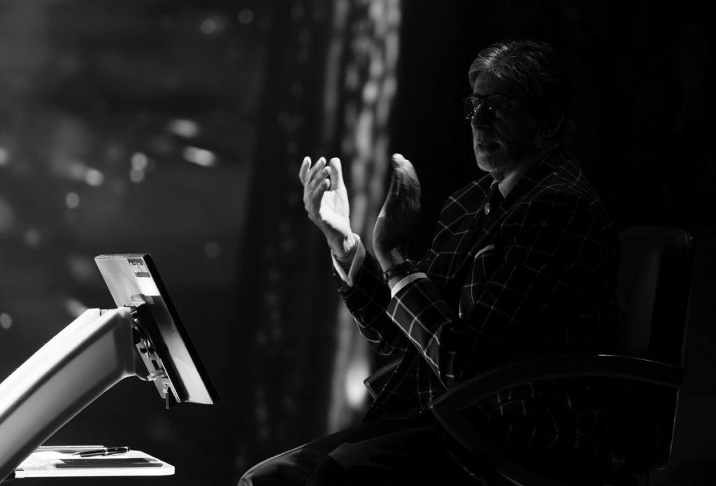Amitabh Clapping at the Hot seat of KBC Season 10