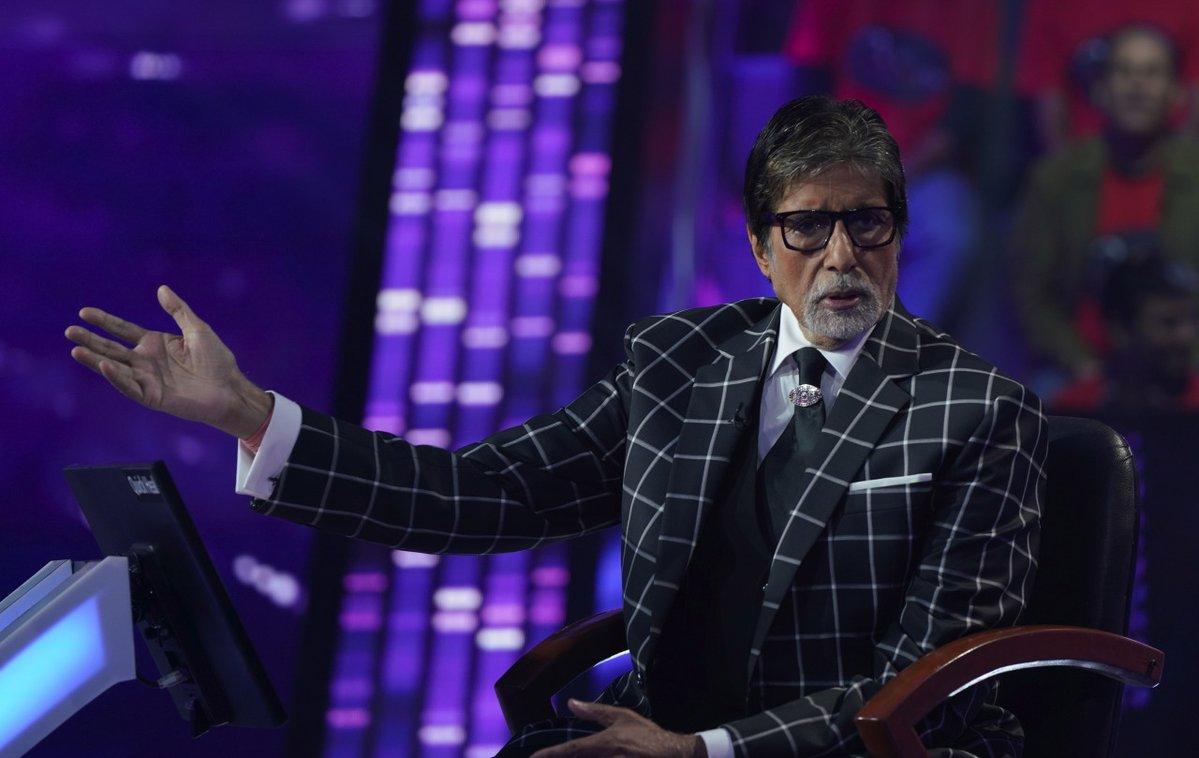 Amitabh Bachchan on the set KBC