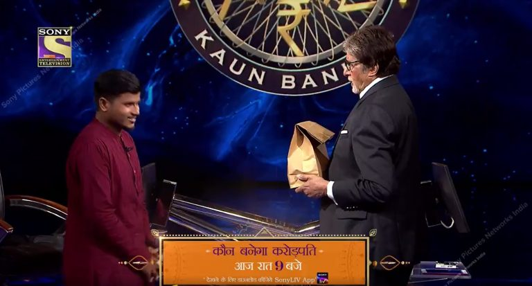 The Moment when Amitabh Bachchan became a Food Delivery boy on KBC Set